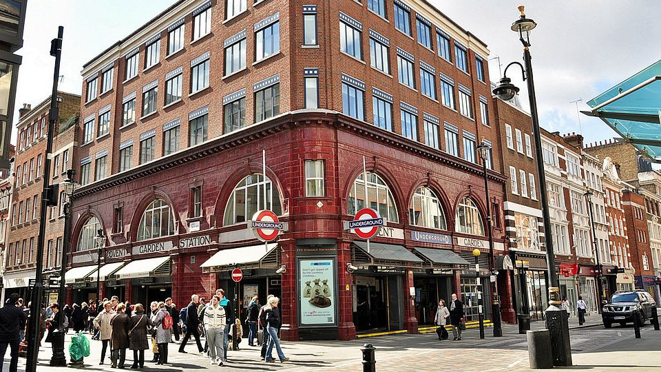 05_960x540-Covent_Garden_Tube_Station By Eluveitie CC BY-SA 3.0 via Wikimedia Commons.JPG