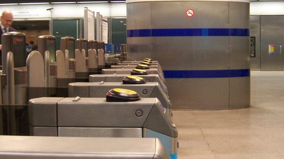 960x540 Canary_wharf_ticket_barrier.jpg