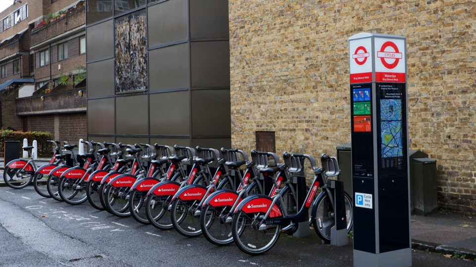 960x540 Santander_Cycles_docking_station_in_Southwark_during_November_2015.jpg