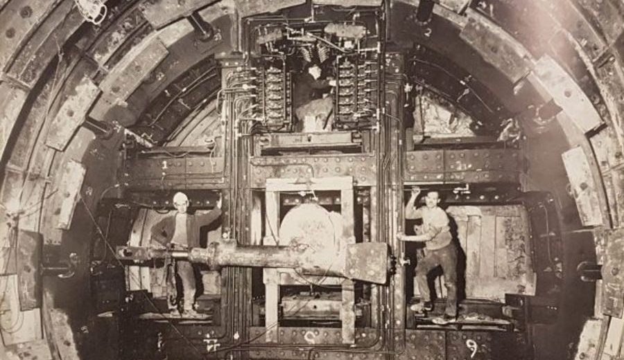 construction of the victoria line