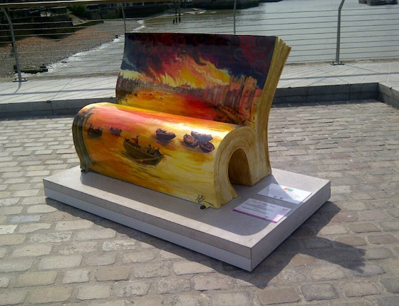 London walking tour book bench