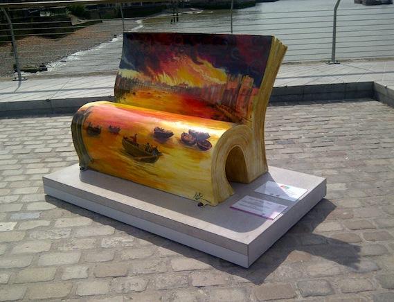 London walking tour book bench